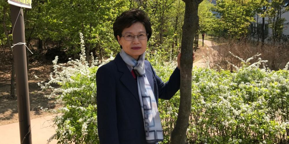 Hee-Sook Kim, 64, is a full-time literature evangelist in South Korea. (Andrew McChesney / Adventist Mission)