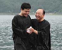 Pastor Masuya Yasui, right, baptizes a new member at the Tama-Saitama area campmeeting in Fujikawaguchiko-machi, Yamanashi, Japan, earlier this month. The Adventist Church's Northern Asia-Pacific Division has selected Tokyo for focused outreach. [photo courtesy Japan Union Conference]
