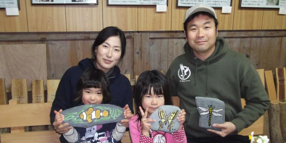 Kurihara Kimiyoshi with his wife and their two young daughters. (Courtesy of Kurihara Kimiyoshi)