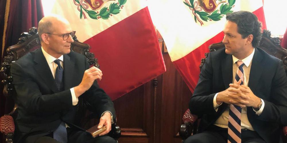 Seventh-day Adventist Church president Ted N.C. Wilson speaking with Peru's parliamentary speaker, Daniel Salaverry, in his office in the parliamentary building in Lima, Peru, on May 3, 2019. (Davi França / South American Division)